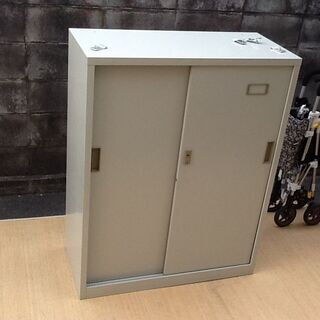 オフィス家具 スチール書庫ロッカー プラス社製 鍵は無しです