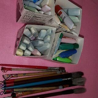 絵具と筆など