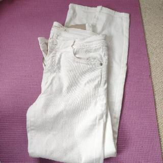 ザラの白パンツ