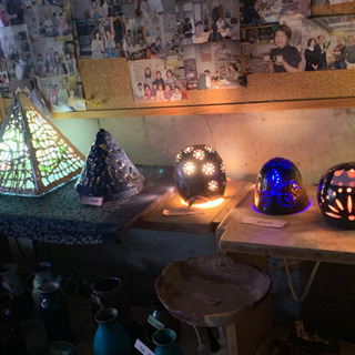 陶芸教室の先生の作品を格安で展示即売しています