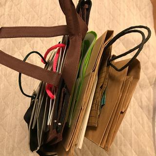 紙袋たくさん