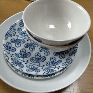 お茶碗×2 平皿×2 カレー皿×1 全て無料食器セット