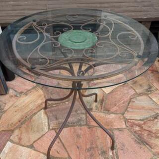 ガーデンテーブル、ベランダにも合います