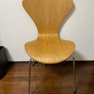 セブンスチェアー リプロダクト品の椅子
