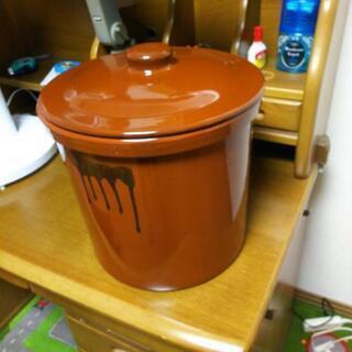 陶器のふた付きカメ壺🙋