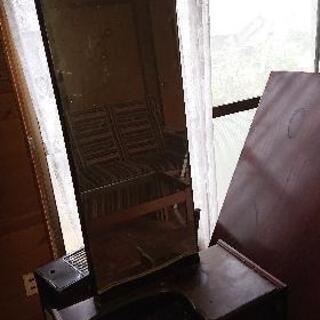古い化粧台?
