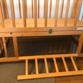 天然木•自然塗料100%のベンチにもなるベビーベッド - 子供用品