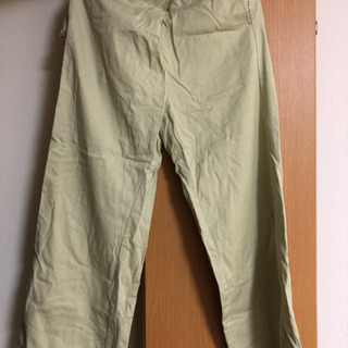 緑パンツの画像