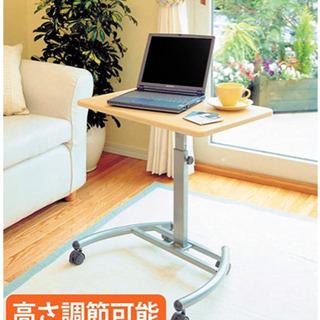 介護用テーブル・ノートパソコンデスク 5個有ります。