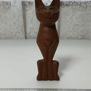 木彫りの猫の置物