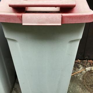 ゴミ箱 赤