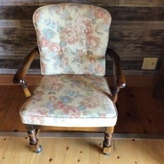 地元の方にお安く カリモク家具の椅子