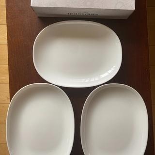 某パンまつりのお皿3枚。