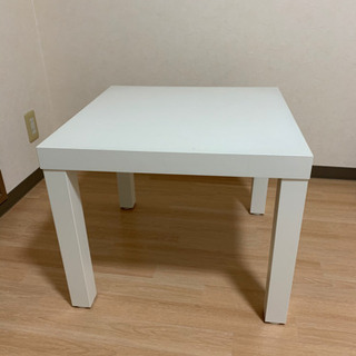 白い机 IKEA