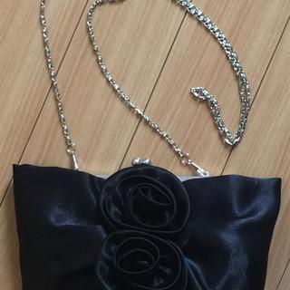 黒いバラのポーチ