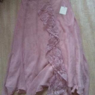 ピンクレースのスカート
