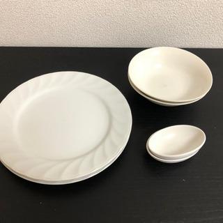 平皿、ボウル、醤油皿、コップ 各2