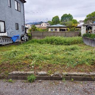 お庭、空き地、駐車場等の草刈りはお任せください。