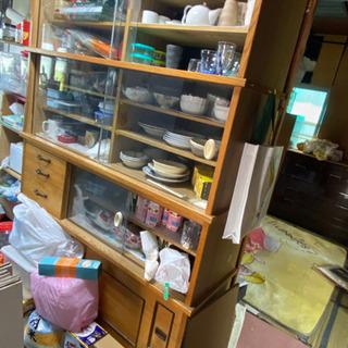年代物の食器棚