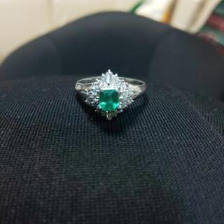 引取決定✨指輪プラチナエメラルド ダイヤの画像