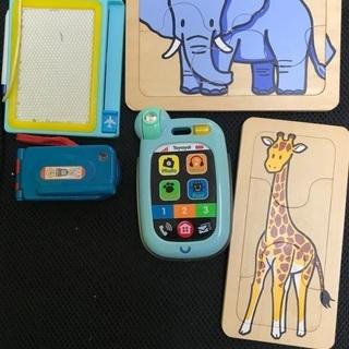 赤ちゃん用の携帯 おもちゃ 水色 音鳴ります!
