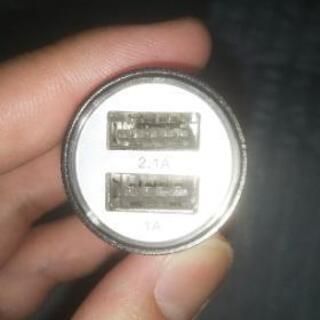 USBシガーソケット 充電口2つあり