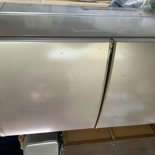 シャープ製 冷蔵庫 140L です (高さ約121cm) 。一人...