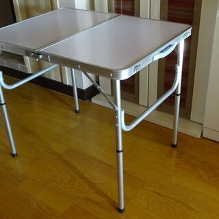 【ネット決済】四つ折りテーブル 美品・軽い