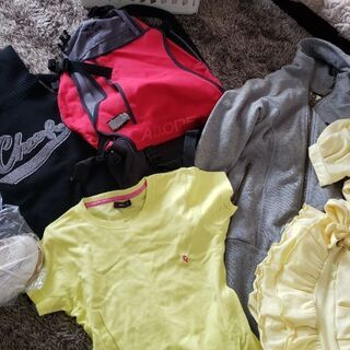 女性洋服Mサイズ 、バッグなど箱詰め。ブランドネームも有り