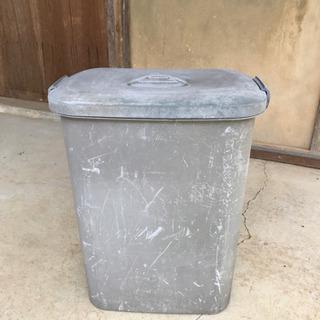 大きいゴミ箱