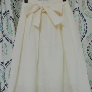 夏にぴったり 白スカート