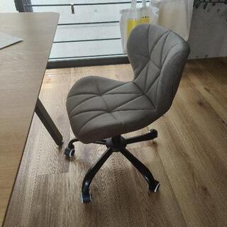 【最終日! 最低価格】高級感がある、牛革の椅子。