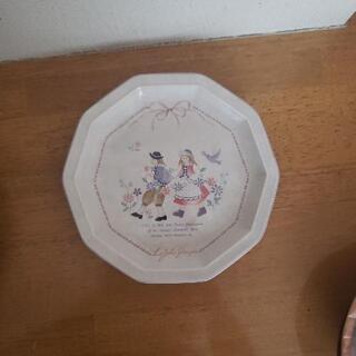 お皿一枚の画像