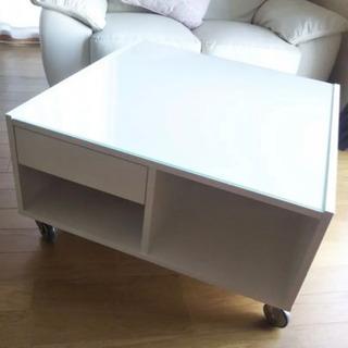 IKEAのコーヒーローテーブルです。