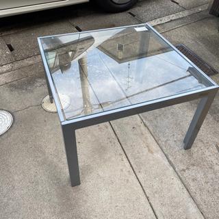 ガラステーブル  アイリスオーヤマ