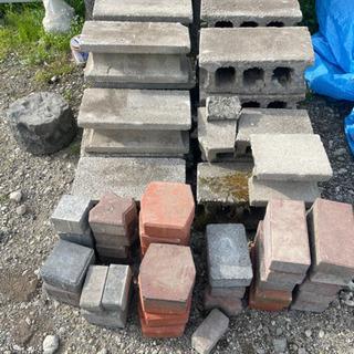 コンクリートブロック レンガ 石 まとめて 大量の画像