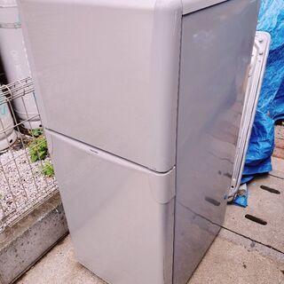東芝冷凍冷蔵庫『YR-12T(S)』120L 2008年製!※上部扉に少し凹みありますが使用には問題ございません。中身は結構綺麗です。直接手渡し限定。場所は東京都武蔵村山市の画像