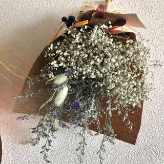 受注制作かすみ草とブルーファンタジアのブーケスワッグ