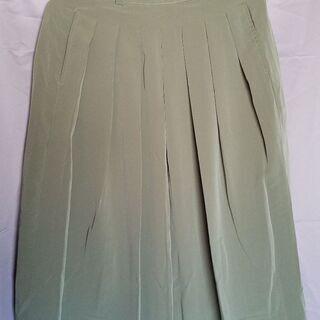 サラッとしたスカート