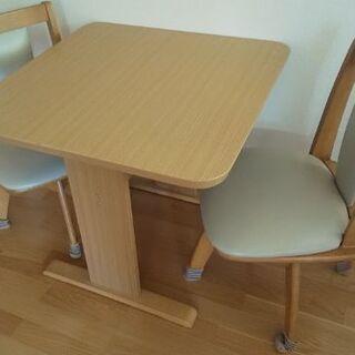 【掲載期間残りわずか】テーブルと回転イス2脚セット