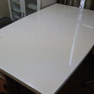 あげます0円!ホワイトダイニングテーブル!の画像