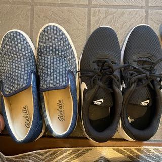 NIKEとノーブランドの靴