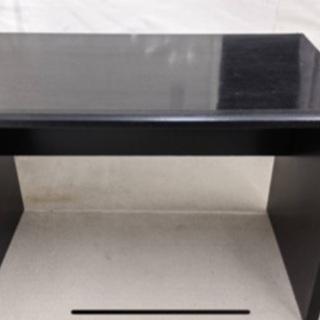 黒テープルは 横110 縦65 高さ73