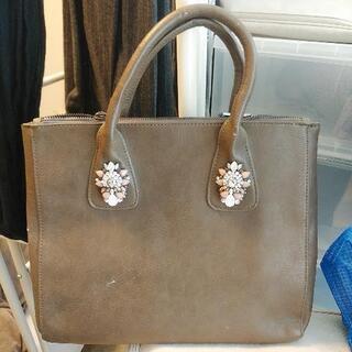 radaふうの飾りのついたハンドバッグです。6/19まで、