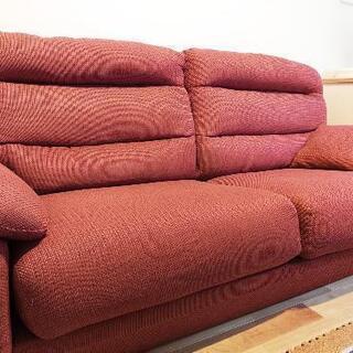 市内配送します!赤い3人用ソファ