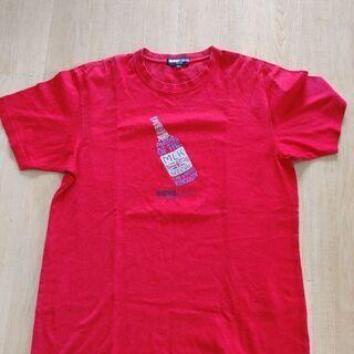 元気な赤いTシャツ