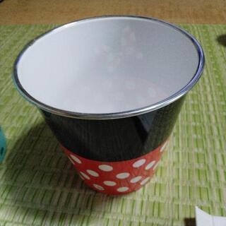 ゴミ箱 赤黒・水玉