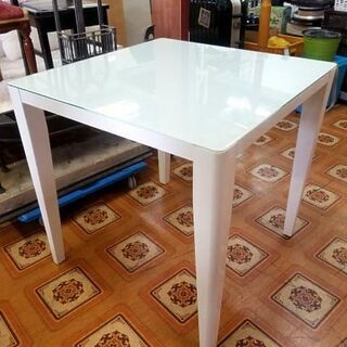 【ネット決済】真っ白な可愛い天板ガラス テーブル  □75×□7...
