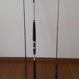竿2本、クーラーボックス、釣り具小物