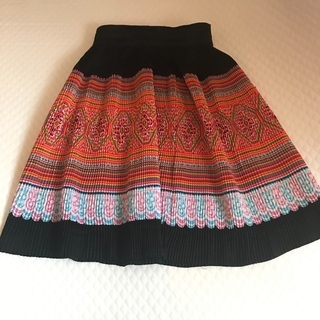 【ネット決済・配送可】ベトナム民族刺繍風スカート